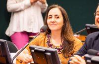Adriana Ventura em Comissão