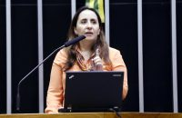 Deputada Adriana na tribuna